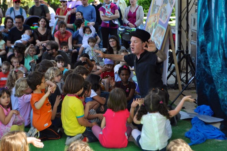 John storytelling at the Valencia Book Fair